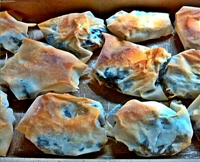Paquetitos con pasta filo rellenos de morcilla y queso azul