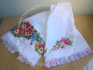 toalha com pintura em tecido e toalha de bordada em fita