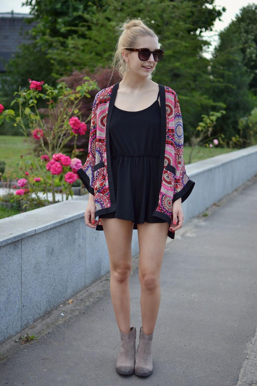 Printed kimono blogger