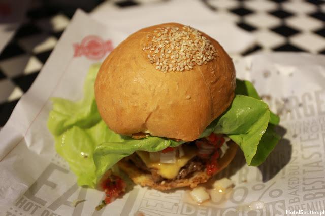 Amerykanska restauracja Fuddruckers Warszawa - burger 150g