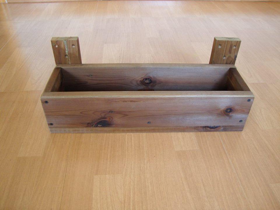 Jardinera para celosias - Jardineras de madera caseras ...