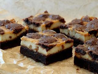 Peanut Butter Caramel Cheesecake Traybake