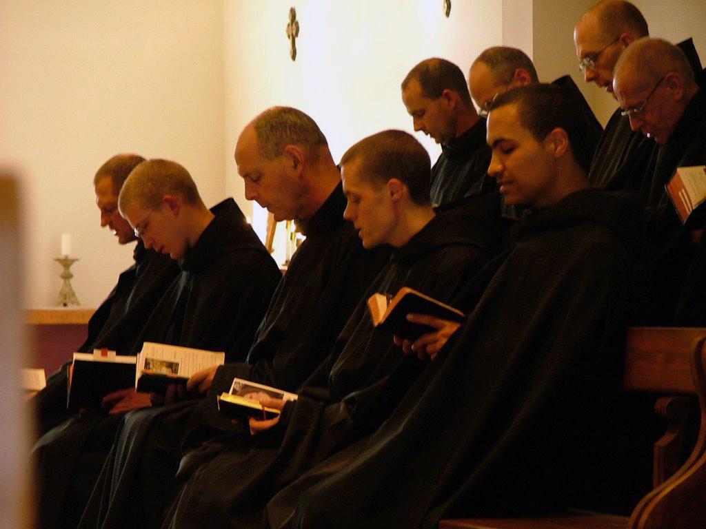 http://1.bp.blogspot.com/-kIgeIQBgTsw/TpjvtkuO5-I/AAAAAAAABLQ/rejqM5r-X7E/s1600/MonksChoir.jpg
