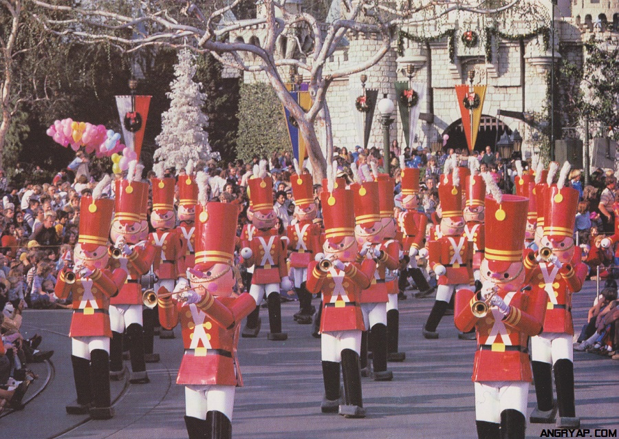 Angry AP - Disneyland and Walt Disney World nostalgia: Vintage Christmas At Disneyland Pictures