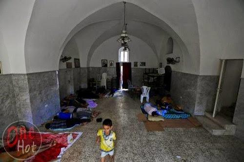 Warga Muslim Gaza mengungsi di Gereja Ortodoks Yunani 17