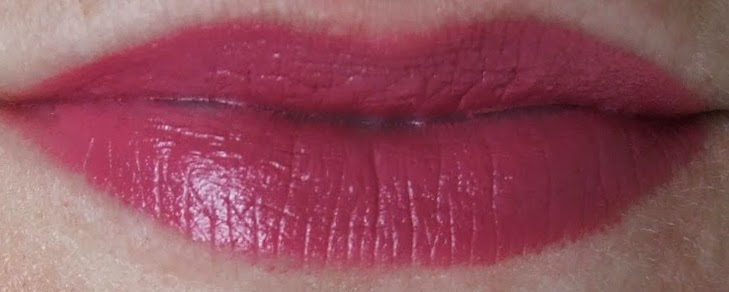 ladyflower urban decay revolution lipstick swatch on lips