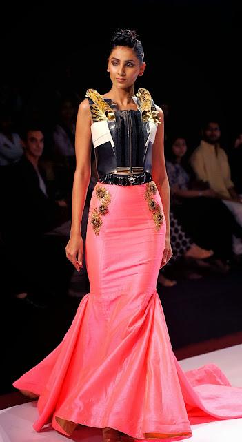 Mumbai, India, Bollywood, Actress, Kangana Ranaut, Model, Film, Showbiz,  'Signature International Fashion Week End, Fashion, Signature, Photographer, Model, Swanil Shinde, Design, Creation,