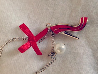 Pendentif chaussures rouges Six Accessories