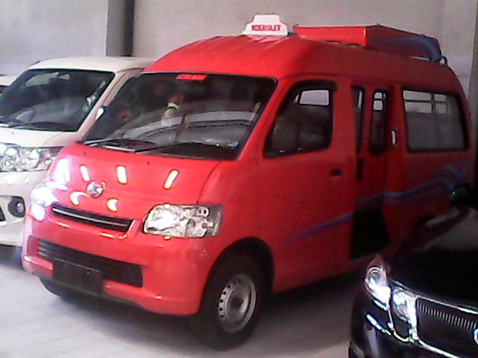 Perbandingan Daihatsu Luxio GrandMax