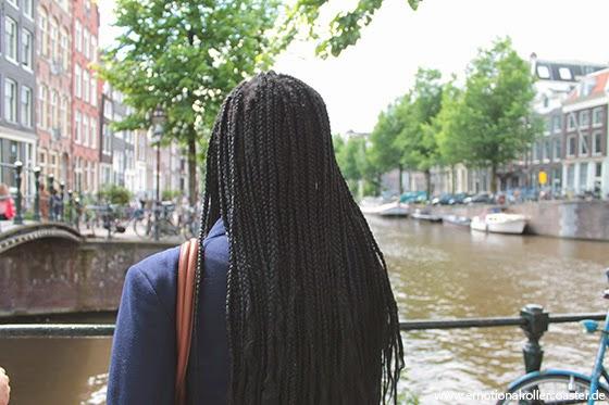 Schöne Aussicht auf eine Gracht in Amsterdam