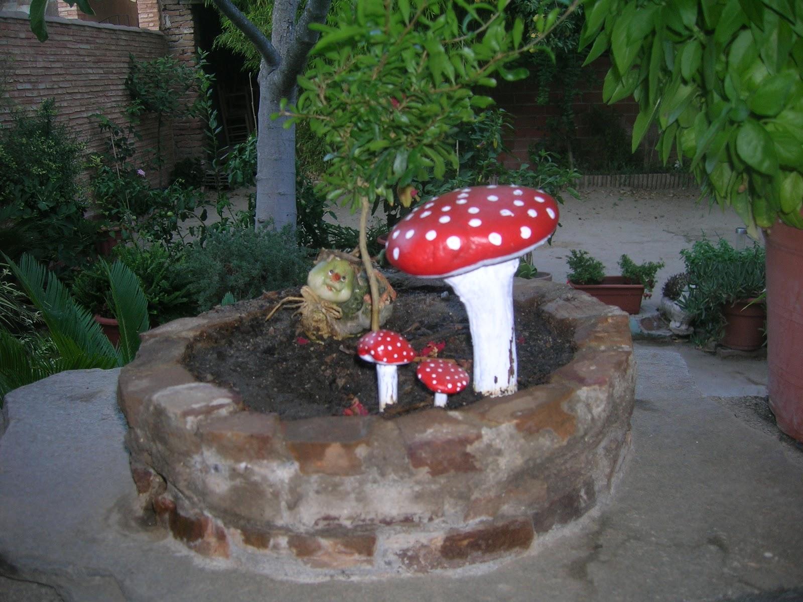 El taller del carpintero setas en mi jard n for Setas jardin