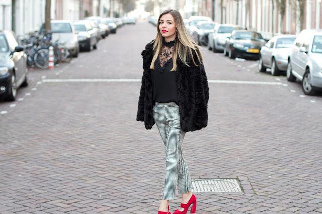 pied de poule calça alfaitaria blusa vintage batom vermelho