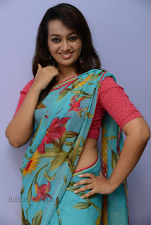 Esther Noronha Pictures in saree 015.jpg