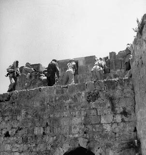 صور نادرة للجيوش العربية في القدس ايام الانجليز