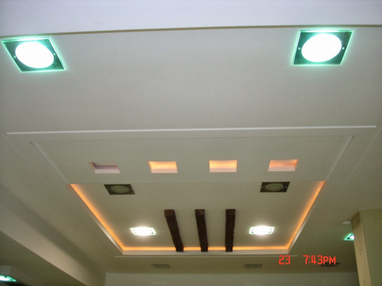 Platre plafond salon moderne id es de for Decor de platre 2015