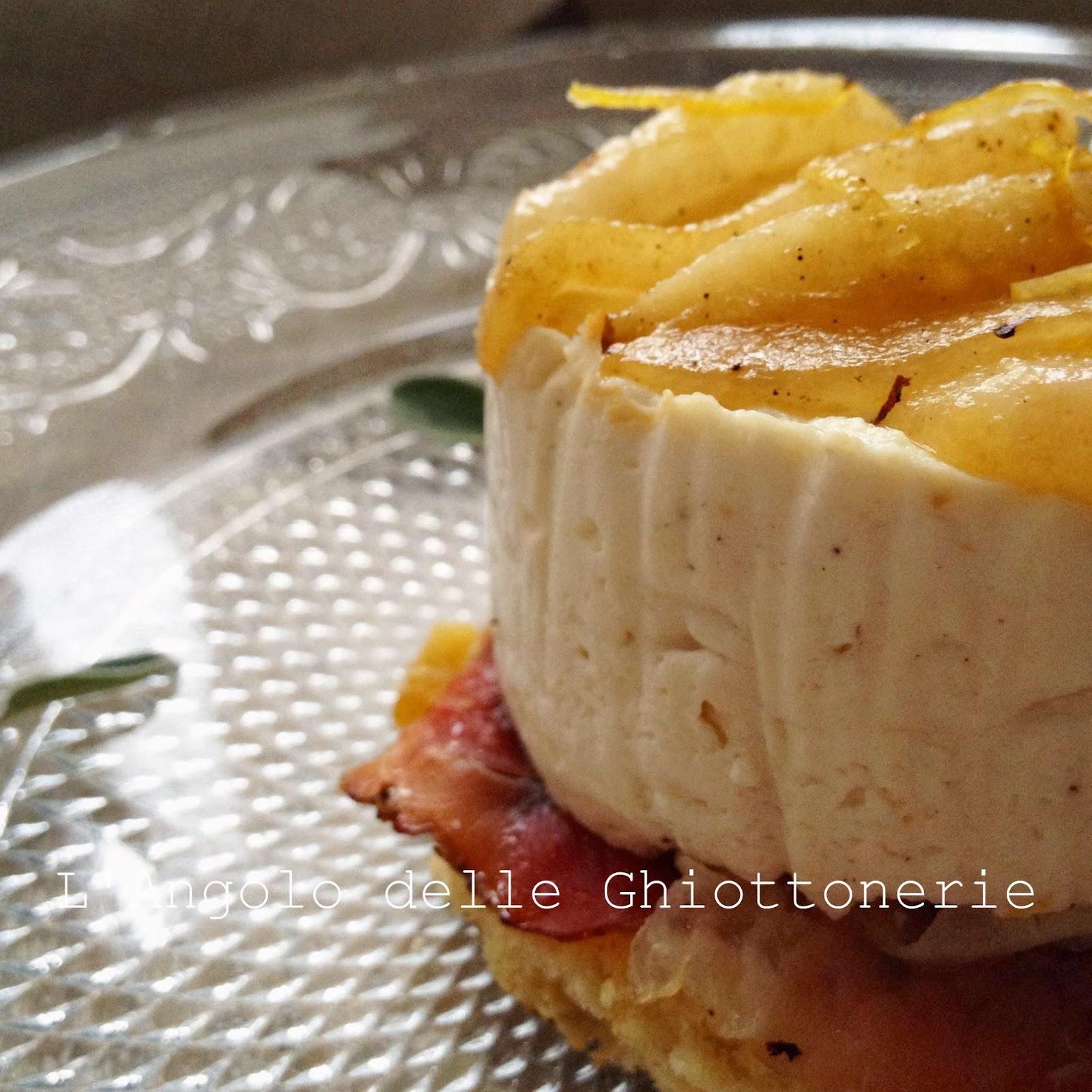 mini-cake salato alla ricotta, panettone e speck croccante con pere angelys caramellate al limone e alla salvia
