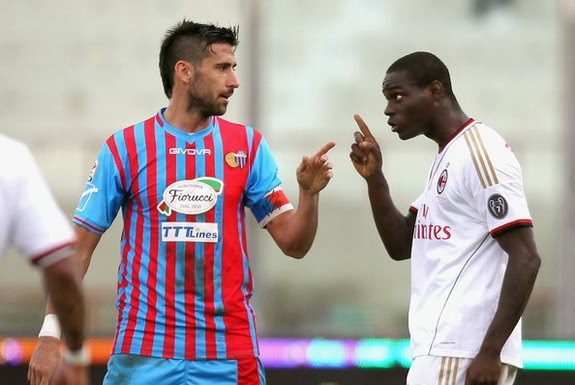 AC Milan forward Mario Balotelli is seen arguing with Catania defender Nicolás Spolli