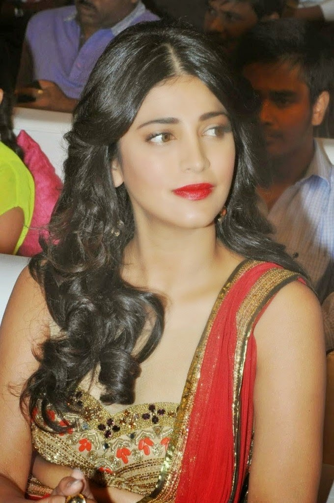 shruti hassan hot cleavage sexy pics