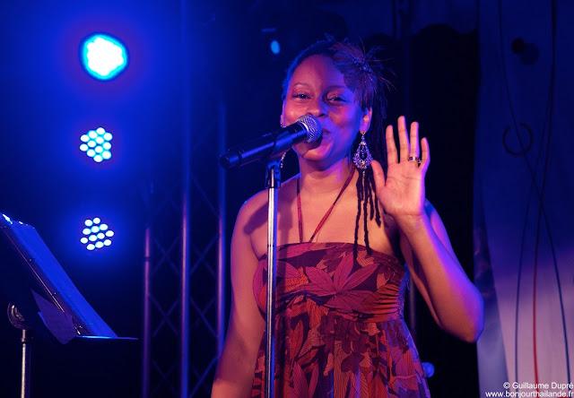 La chanteuse Crystal Petit à l'alliance française de Bangkok
