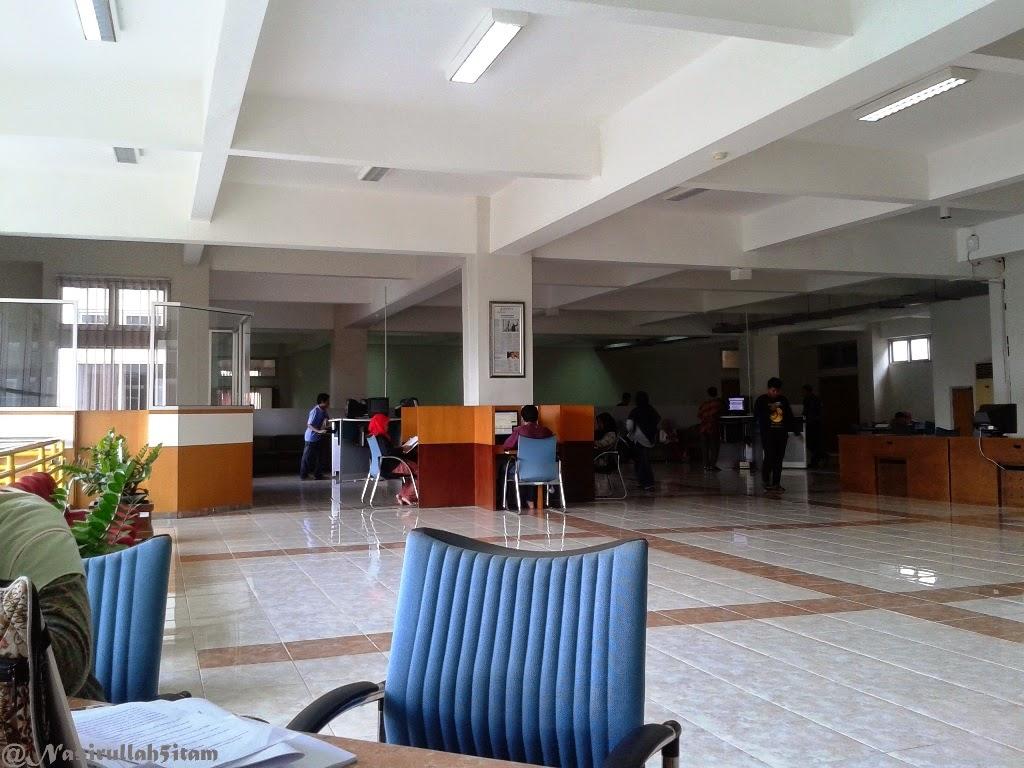 Suasana dilantai dua Perpustakaan UIN Sunan Kalijaga, Yogyakarta