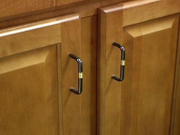 These Pulls Look A Little Low On This Cabinet. If You Have A Pull On The  Lower Cabinets, You Should Put It A Little Higher So Itu0027s Easier To Reach.