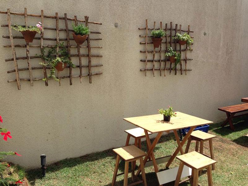 jardim vertical de madeira rústica