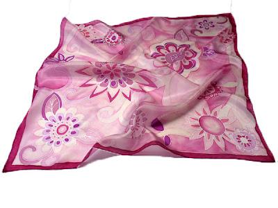 Mandala virágok női selyem kendő - ideális ajándék nőknek karácsonyra.