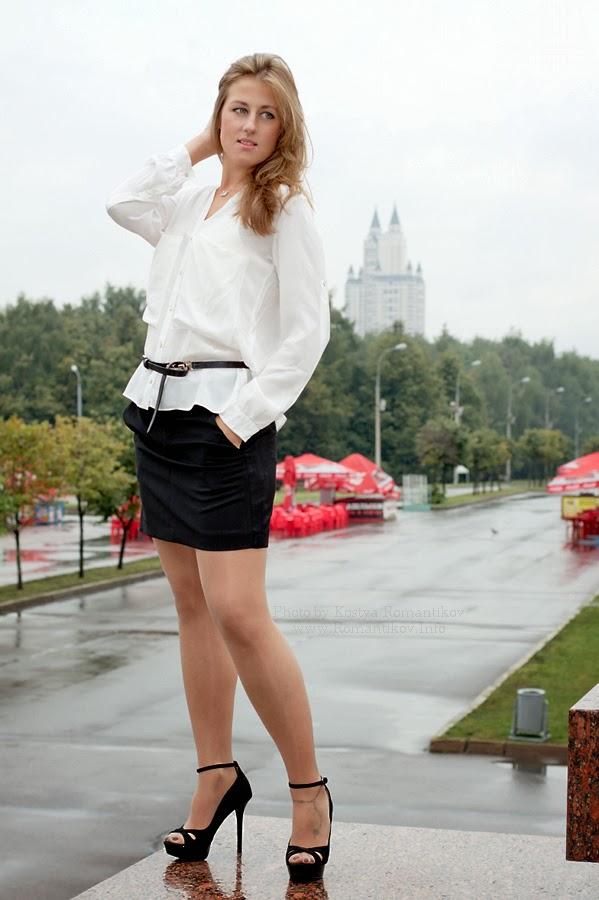 foto-devushek-v-tonkih-blestyashih-kolgotkah