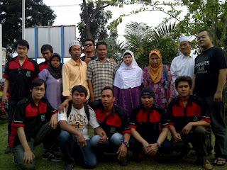 Tim Baksos NOC MEDAN berfoto bersama pengurus dan kaum tuna netra di Panti Pertuni, Medan