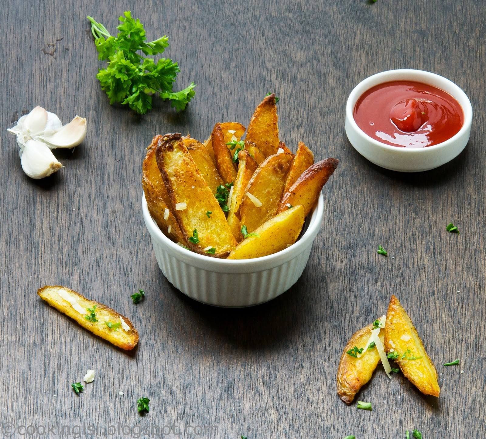 oven-baked-garlic-fries