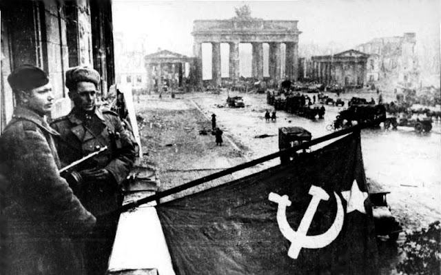 Red Army in Berlin near Brandenburg Gate