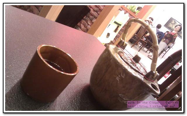 茶水與杯子