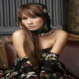 Download lagu gratis MP3 Tata Janeeta – Penipu Hati