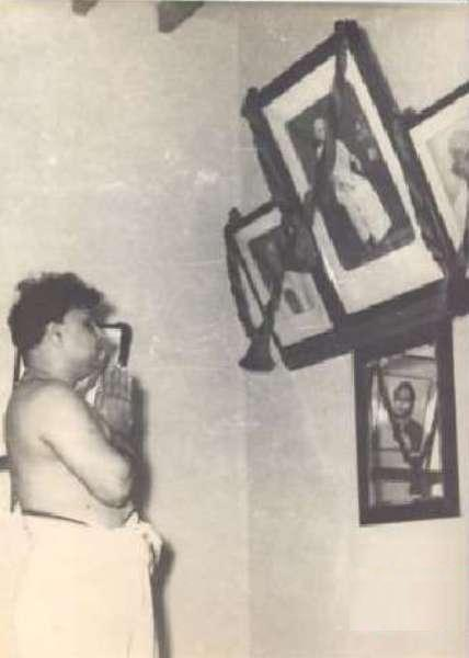 MGR Praying his Mother Sathayamma