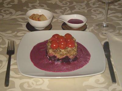salada de beterraba e lentilhas em cama de raita