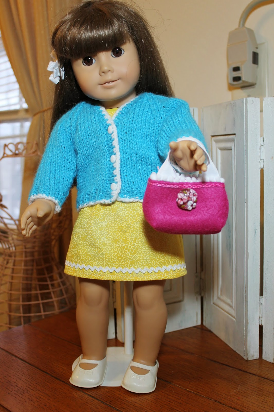 http://knitnsewstudio.blogspot.com/2015/02/spring-outfit-for-american-girl-doll.html