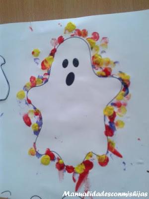 Manualidades infantiles: Fantasmas con huellas de dedos