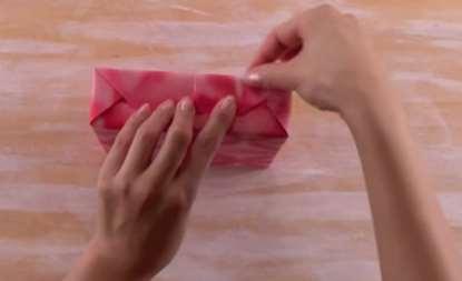 gambar cara bungkus kado cantik menarik