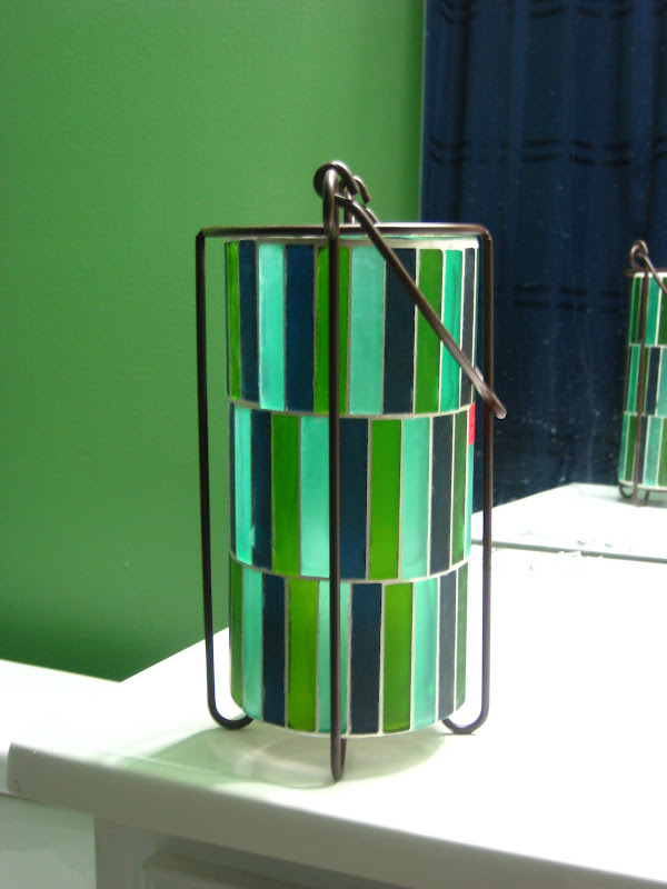 Pillar candle thing, green walls, navy shower curtain. title=
