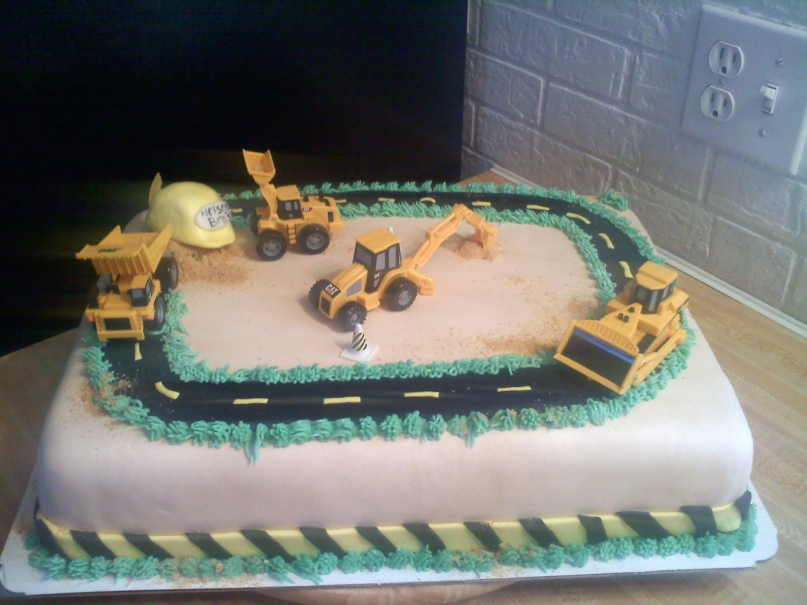Pinky Promise Cakes Construction Cake