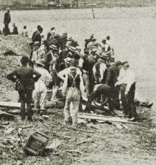 Recuperando cuerpos del Titanic
