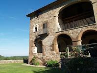 Detall de la façana de migdia de Postius