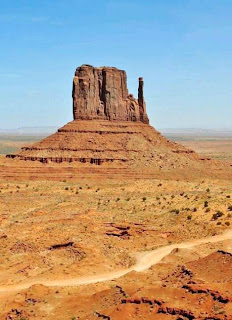 Monument Valley National Park Arizona-Utah (Best Honeymoon Destinations In USA) 9