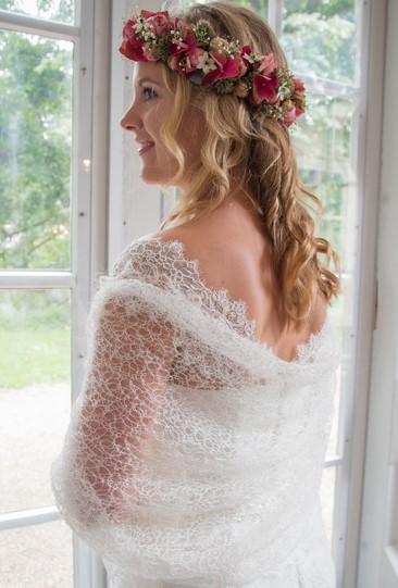 Te koop: bruidssjaals. Naturel ecru off white en white.