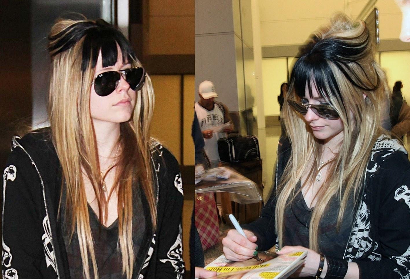 http://1.bp.blogspot.com/-kMu4Yl7fPeg/T9hDA7w_qNI/AAAAAAAAX2M/0ERamwJtUq0/s1600/zackylicious-Avrill-lavigne-weird-2012-hair.jpg