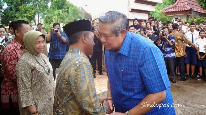 Mantan Presiden SBY, saat bercipika-cipiki dengan Bupati Indartato