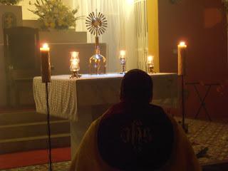 Imágens da primeira noite de novena em preparação para festa do Sagrado Coração de Jesus