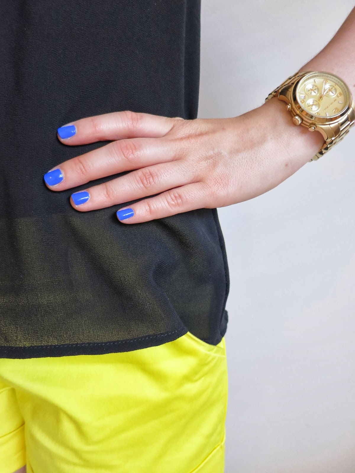 petite outfit, college outfit, university outfit, yellow shorts, black pussy bow blouse, gold michael kors watch