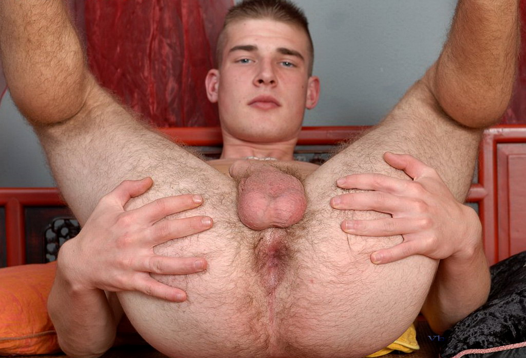 Gay Fetish XXX | Bareback Gay With Legs Up