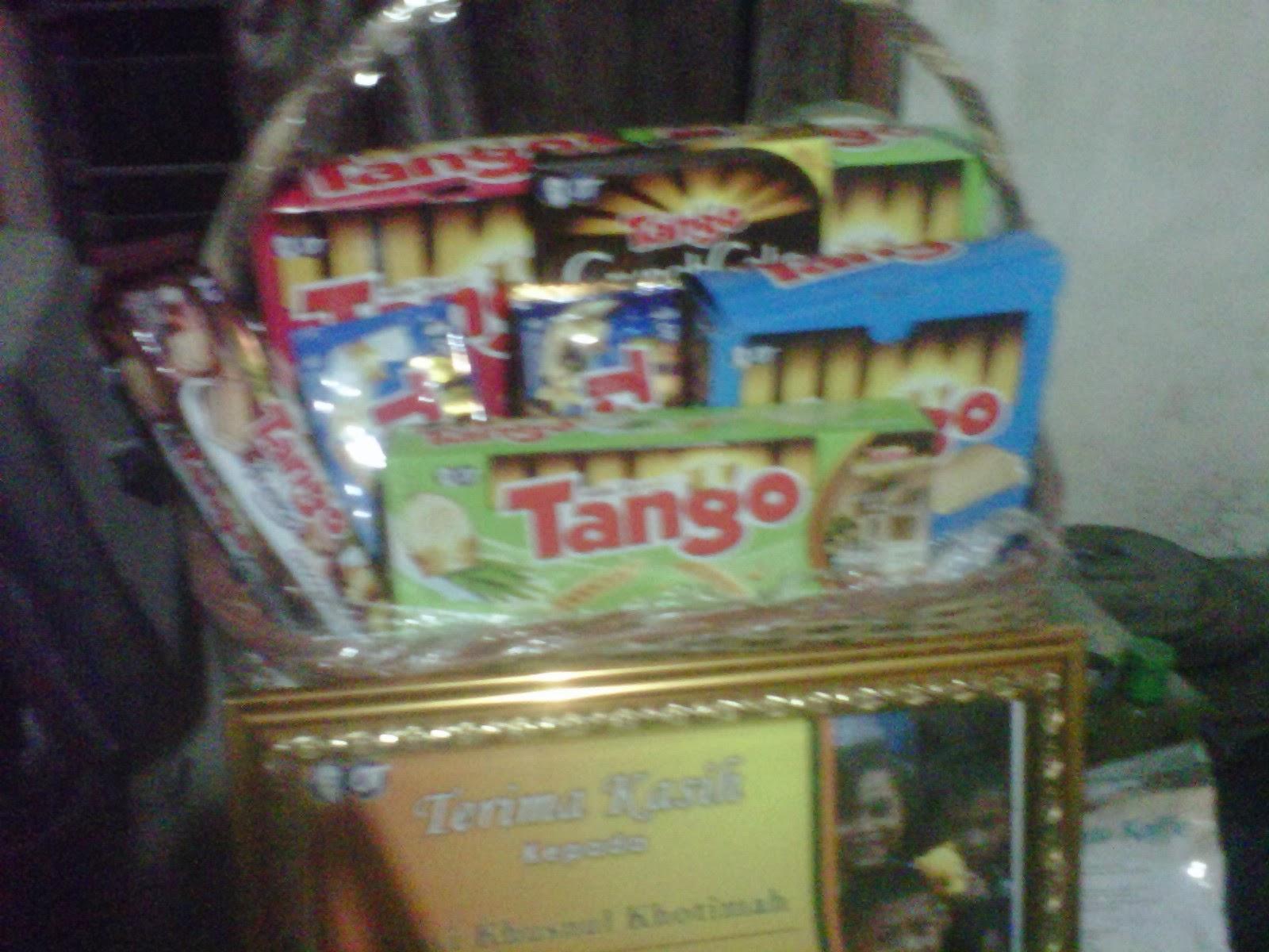 Hadiah Paket Eksklusif Tango Hand in Hand
